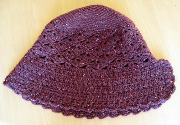 かぎ針編みのサンボンネット・スーな帽子