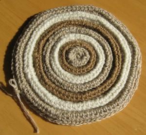 かぎ針編みのもこもこコースター