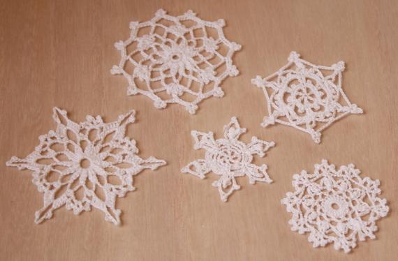 レース編みで雪の結晶