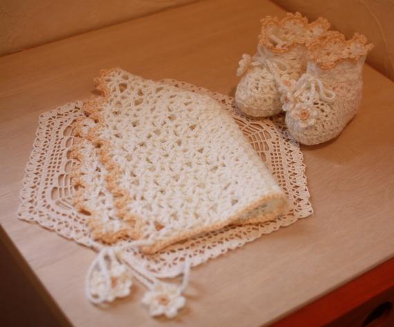 かぎ針編みのベビーボンネット
